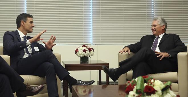 Pedro Sánchez y Miguel Díaz-Canel, en el encuentro que han mantenido...