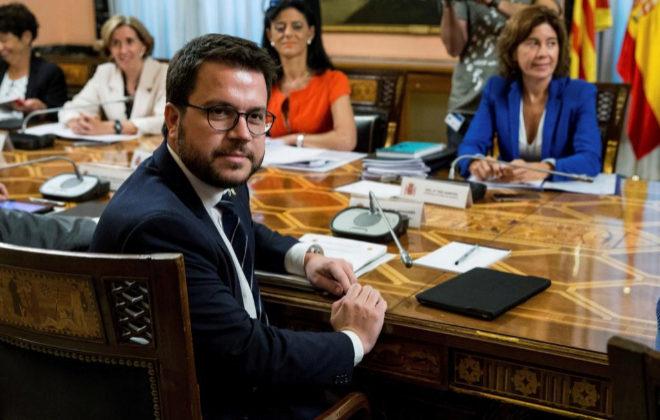El Gobierno concede 1.400 millones a Cataluña y le alivia otros 2.700 millones de deuda