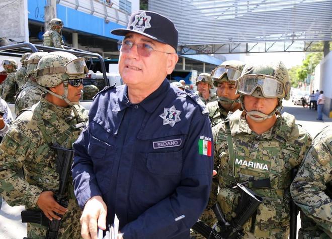 El titular de la SSP de Acapulco, Max Lorenzo Sedano, detenido por la Marina mexicana.