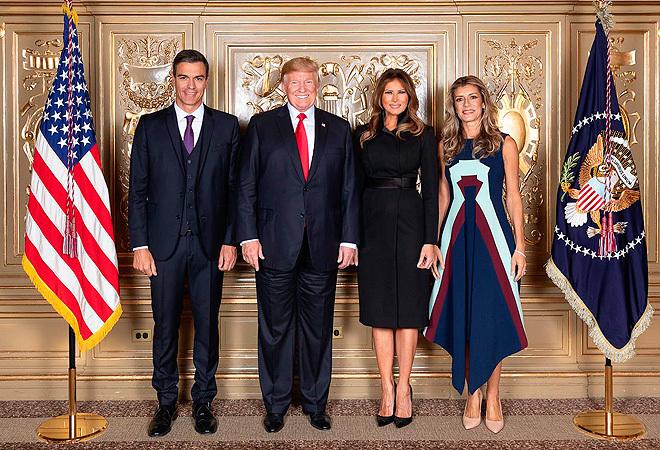 Pedro Sánchez y Donald Trump junto a Melania y Begoña Gómez.