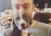El rapero Mac Miller sostiene a su perro Myron, que antes de ser...
