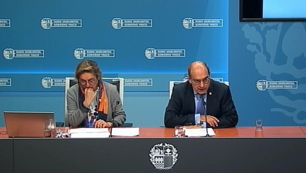 La directora de Salud Pública, Miren Dorronsoro, y el consejero de Salud, Jon Darpón.