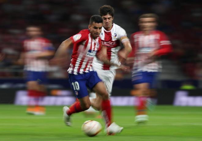 Ángel Correa, durante el partido de Liga ante el Huesca.