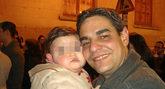 Ricardo G. C, con su hija mayor cuando ésta era un bebé.