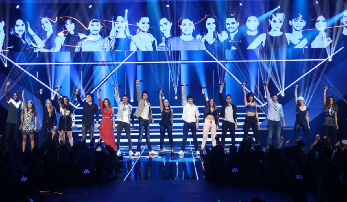 Los concursantes de 'OT2018' durante la interpretación del tema...