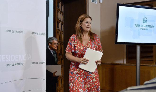 La consejera de educación, Sonia Gaya, en el Parlamento de Andalucía.