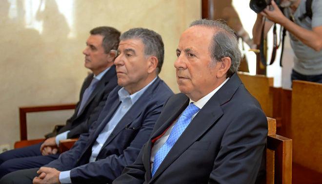 El publicista del PP que admitió cobros en 'negro', Mercado, flanqueado por Matas y Rodríguez.