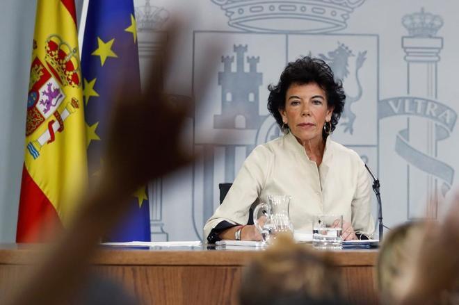 La ministra portavoz del Gobierno, Isabel Celaá, en rueda de prensa tras el Consejo de Ministros.