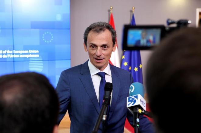 Pedro Duque atiende a los medios tras asistir a una reunión del...