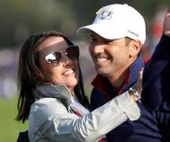 Sergio García, con su mujer, tras la primera jornada de la Ryder Cup.