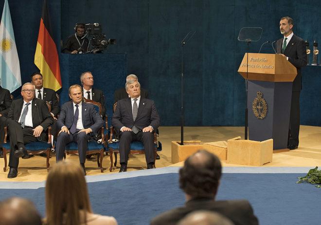 El rey Felipe VI habla en los Premios Princesa de Asturias ante Juncker, Tusk y Tajani