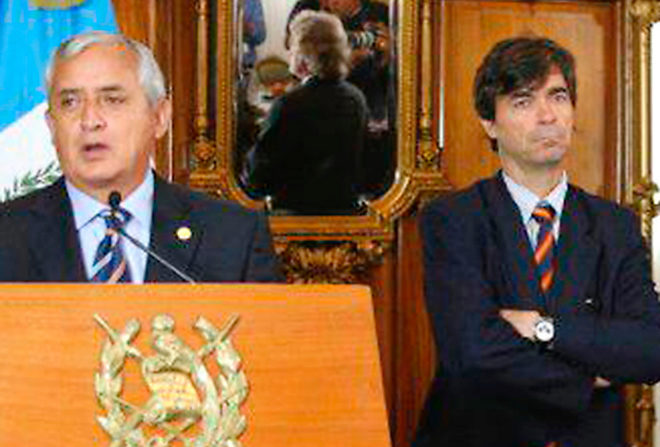 Otto Pérez Molina junto a Ángel Pérez Maura, en el Palacio Nacional de Guatemala en 2012, defendiendo las 'ventajas' del proyecto.