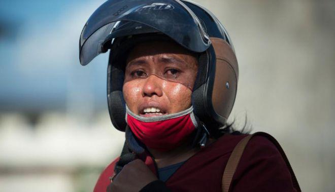 Samidah, miembro el equipo de rescate que trabaja en las operaciones del hotel Roa Roa en  Palu.