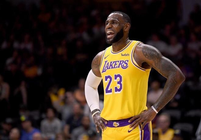 LeBron James, en su debut con los Lakers.