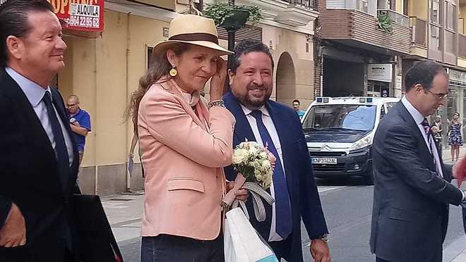 La infanta Elena, recibida por el presidente de la Diputación de Castellón, para participar este lunes en el I Congreso Internacional de Riesgos y Emergencias.