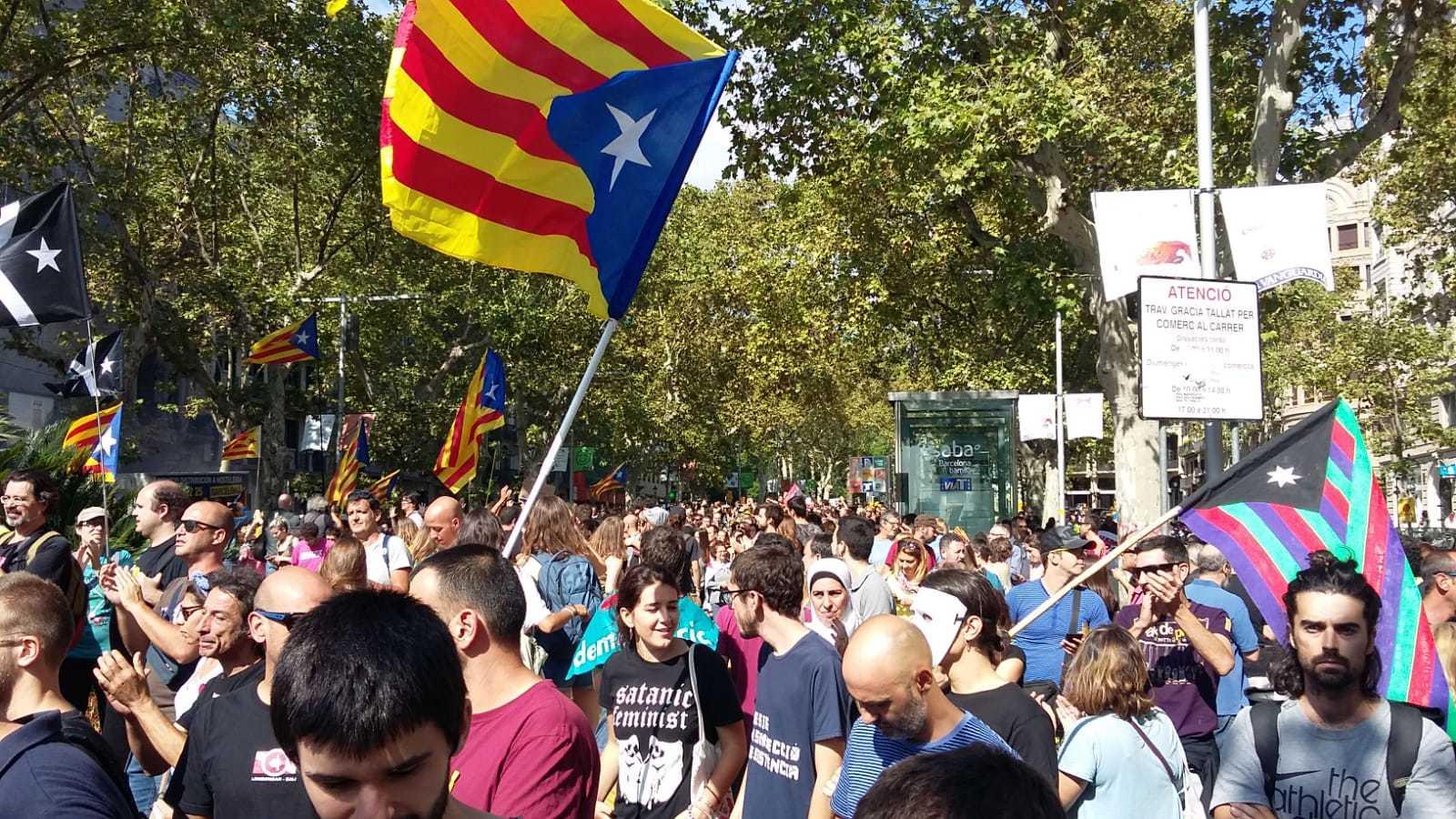 CiU   Manifestación contra Ciudadanos: Traidors a Catalunya! 15383905664933