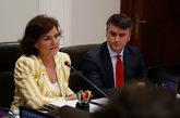 Iván Redondo, junto a Carmen Calvo, en una reunión de la Comisión...