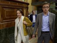 Carolina Bescansa e Íñigo Errejón, a su llegada a un pleno del Congreso de los Diputados.