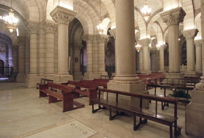 Naves del interior de la cripta de La Almudena donde los nietos de...