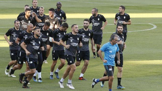 El Dudelange durante el entrenamiento previo al partido contra el Betis.  Jose Manuel Vidal.EFE 4cdf414b06cb1