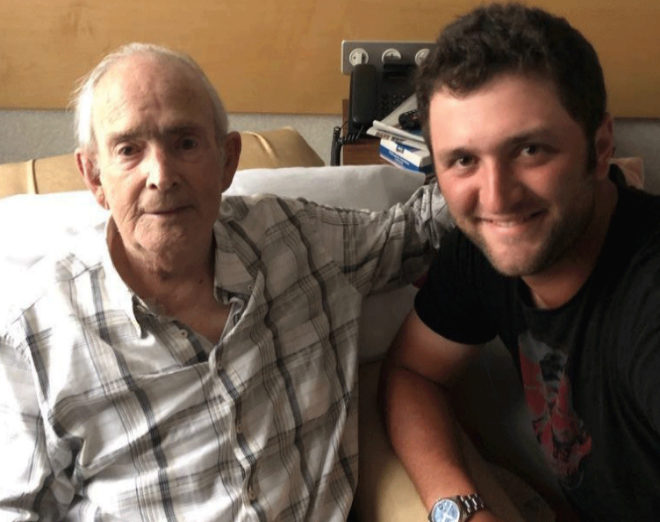 Jon Rahm con su abuelo Sabin Rahm que falleció en agosto de 2018 y fue delegado del Atheltic por 33 años.