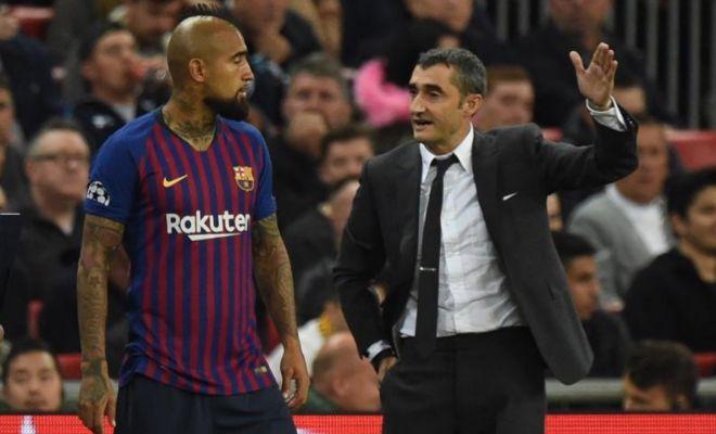 Valverde y Arturo Vidal, en la zona técnica de Wembley.