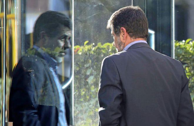 CASI UN AÑO EN LA CÁRCEL. El 16 de octubre de 2017, Jordi Sànchez -en la imagen aquel día- fue el primer dirigente independentista en ser enviado a prisión, en aquel momento por un delito de sedición. El caso pasó posteriormente al Tribunal Supremo, que unió su causa a la de los miembros del Govern y el Parlament y acabó procesándole por rebelión. Tras casi un año encarcelado, espera el juicio desde la prisión de Lledoners (Barcelona).