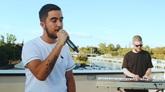 Beret en el videoclip de su canción Lo siento, rodado en su Sevilla...