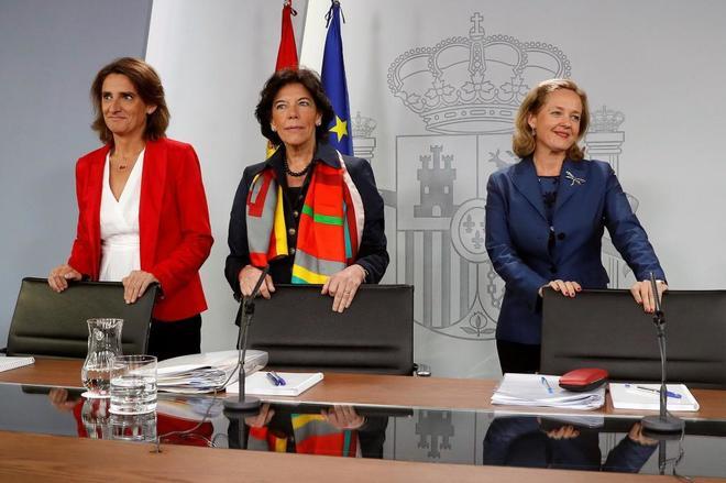 Las ministras Teresa Ribera, Isabel Celaá y Nadia Calviño este...