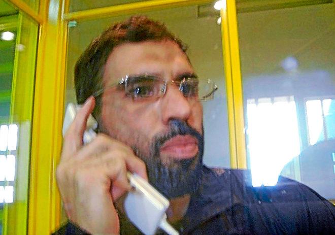 Jamal Zougam hablando desde una de las cabinas de la prisión de Villena (Alicante) en el año 2011.