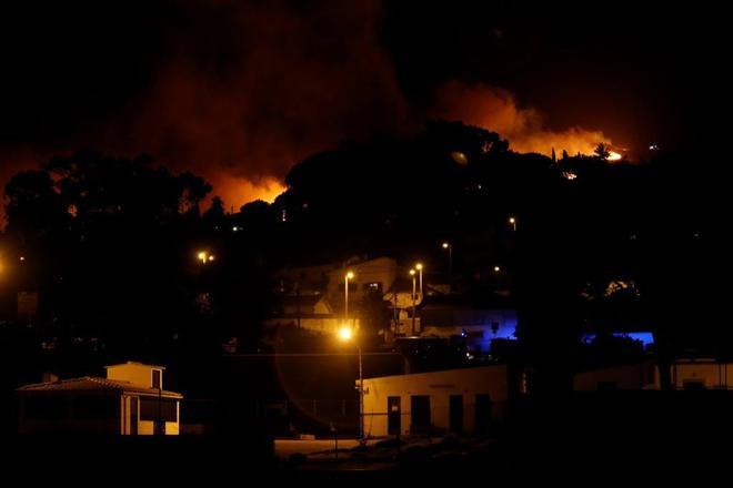 Vista del incendio en Malveira, en la sierra de Sintra, Portugal.