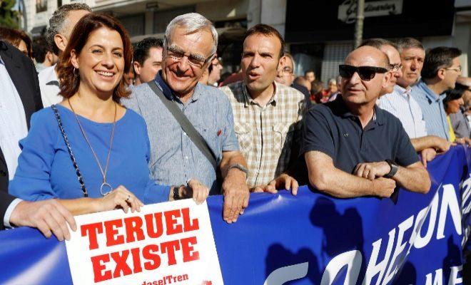 Valencianos y aragoneses se manifiestan en Valencia para reivindicar el Corredor Cantábrico-Mediterráneo