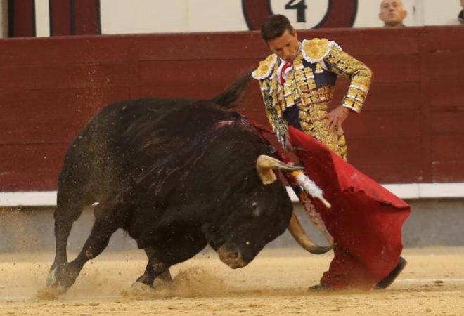 Monumental trinchezaro de Diego Urdiales al cuarto toro de la la corrida de Fuente Ymbro