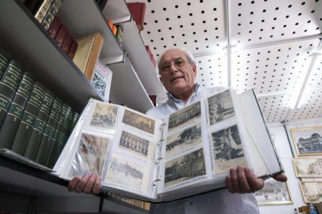 El librero con más de 40.000 postales antiguas de Madrid