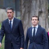 Xavier García Albiol y Pablo Casado se dirigen al funeral de...