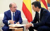 El presidente aragonés, Javier Lambán, charlando con el presidente...