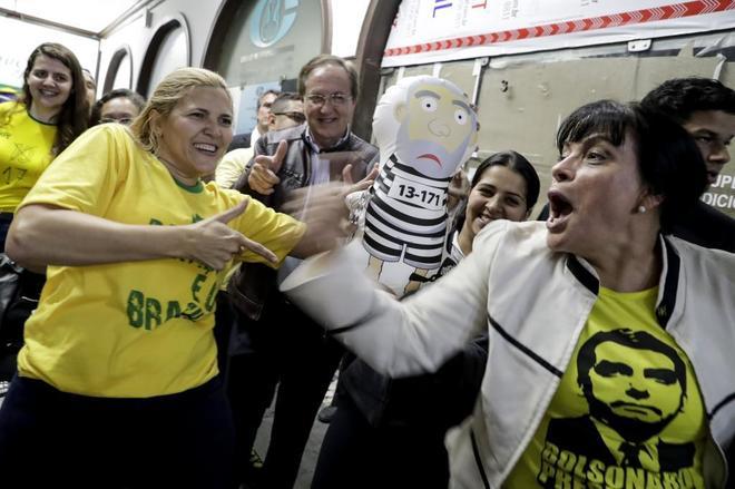 Simpatizantes del candidato presidencial Jair Bolsonaro este domingo en Sao Paulo