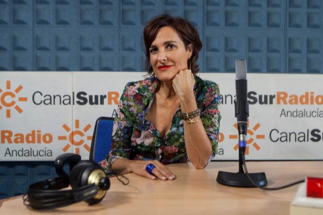 Charo Padilla, en un estudio de Canal Sur Radio.