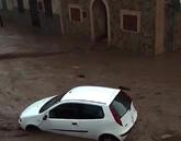 Un coche en plena riada en Sant Llorenç, Mallorca.