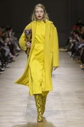 Nada de que el amarillo da mala suerte. Apuesta por un total 'look' en...
