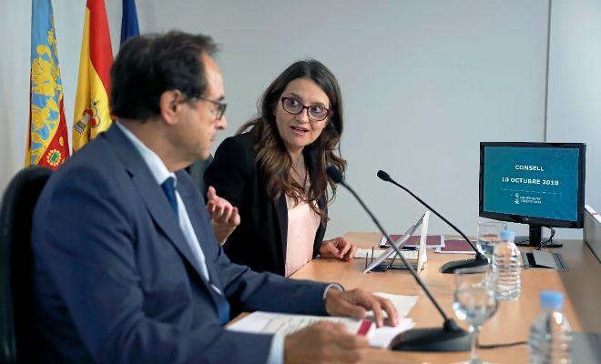 El conseller de Hacienda, Vicent Soler, ayer junto a la vicepresidenta del Consell, Mónica Oltra.