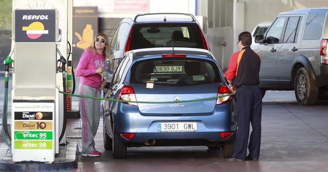 La gasolina y el gasóleo se vuelven a encarecer antes del Puente