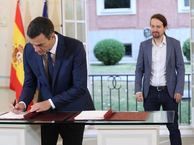 El presidente del Gobierno, Pedro Sánchez, y el secretario general de Podemos, Pablo Iglesias.