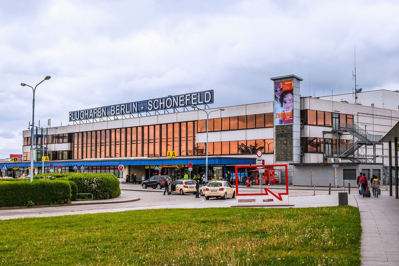 Este aeropuerto se encuentra a poco más de 20 kilómetros del centro...