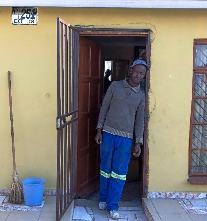 Gugu Malatsa, despedido por la mina y después recontratado como contratista.