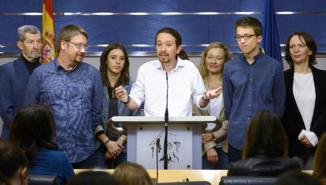 Rueda de prensa de la cúpula de Podemos tras las negociaciones para formar gobierno en 2016