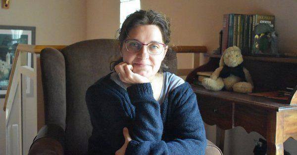 La escritora Conchi Hito en una entrevista publicada en la publicación digital Surtdecasa.