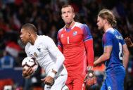 Mbappé, tras uno de los goles de Francia a Islandia en los minutos finales.