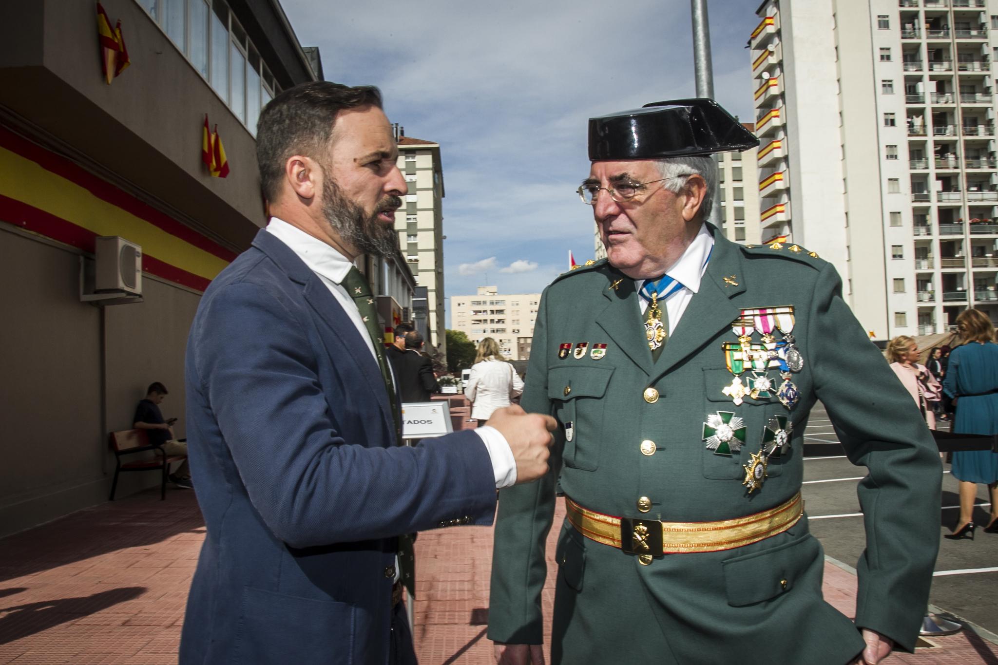 Abascal traslada desde un acto de la Guardia Civil su apoyo a quienes han abucheado a Pedro Sánchez