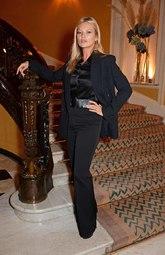 Vestía un 'total look' en negro con 'blazer' negro de crepé, una...